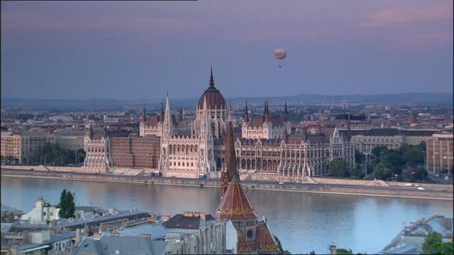 neogothic-balloon-danube-parliament